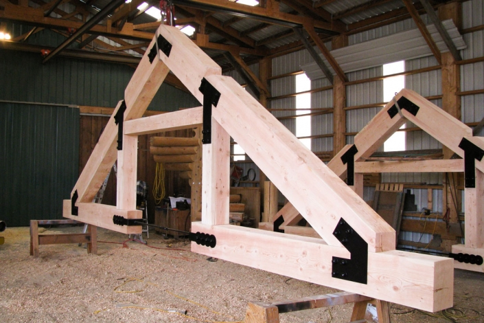 timber truss with exterior connection plates